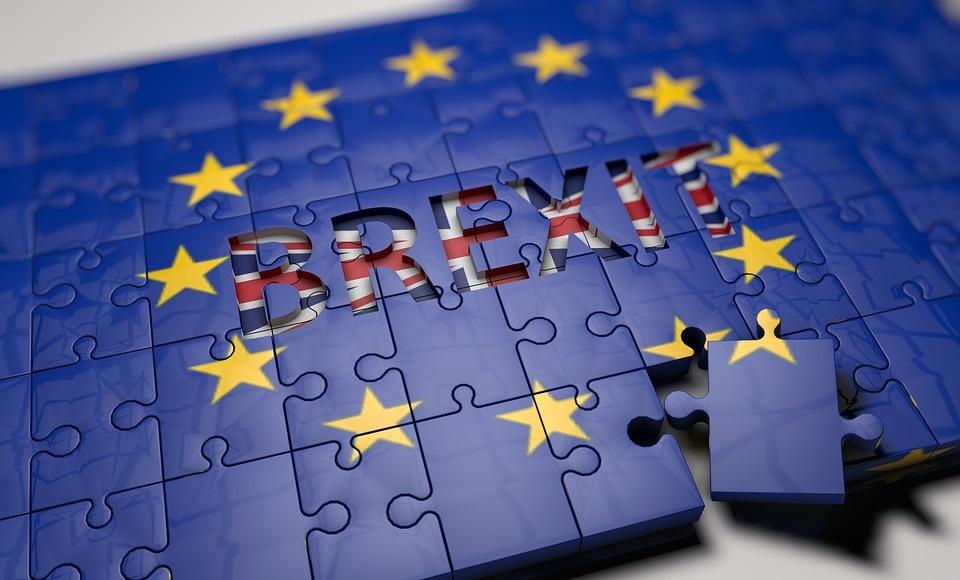 Brexit: Mayová žiada 2-ročné prechodné obdobie