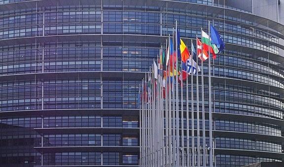 Europoslanci schválili návrh zmien v zdaňovaní firiem v Európskej únii