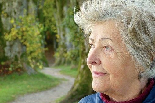 Návrh Smeru znížiť dôchodkový vek zrejme v parlamente prejde
