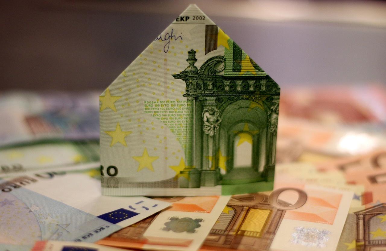 Banky chystajú ďalšie sprísňovanie úverových podmienok