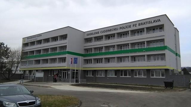 Aperto il nuovo ufficio di polizia per stranieri - CAMIT, Camera di ...